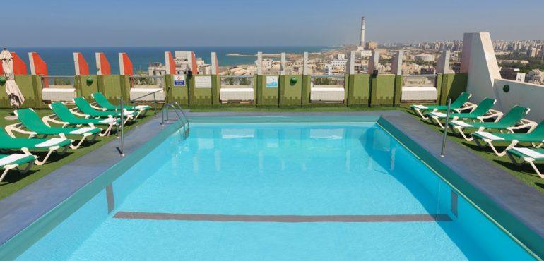 מלון גרנד ביץ' תל אביב – בריכה