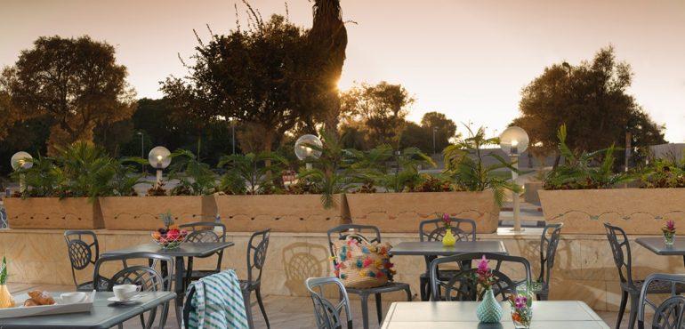 מלון גרנד ביץ' תל אביב – מרפסת הלובי