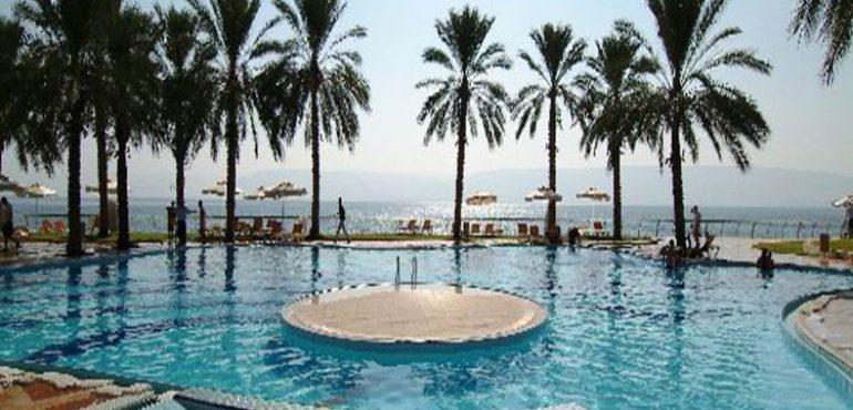מלון חוף גיא טבריה – בריכה