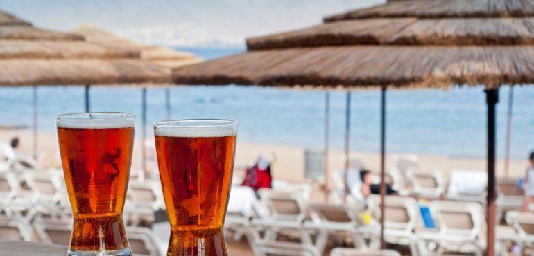 מלון יו קוראל ביץ' אילת – משקאות מפנקים על חוף המלון