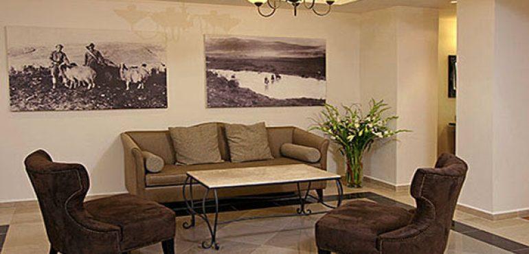 מלון כפר גלעדי קיבוץ כפר גלעדי – חדר קבלת פנים