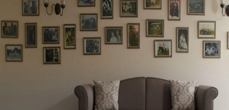 מלון כפר גלעדי קיבוץ כפר גלעדי – כורסאות מפנקות בלובי המלון