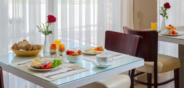 מלון לאונרדו אשקלון – ארוחת בוקר במלון