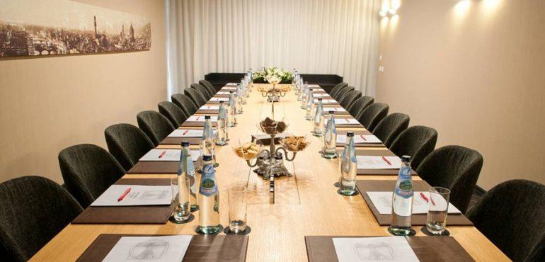 מלון לאונרדו בוטיק רחובות – חדר ישיבות לכנסים