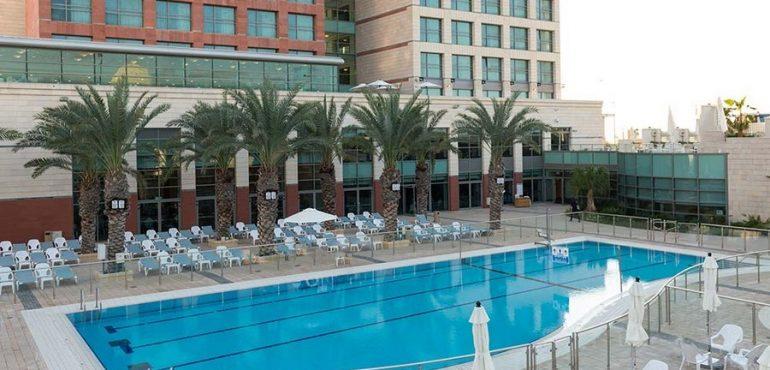מלון לאונרדו פלאזה אשדוד – בריכת המלון