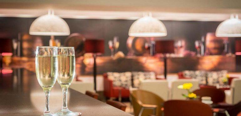מלון לאונרדו פלאזה אשדוד – בר במלון