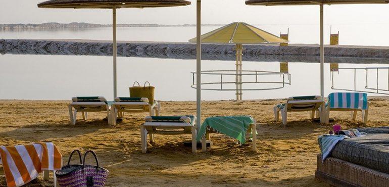 מלון לאונרדו קלאב הכל כלול ים המלח – החוף הפרטי במלון