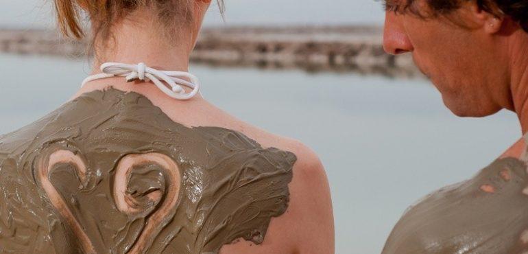 מלון לאונרדו קלאב הכל כלול ים המלח – טיפולי בוץ מינרלי בחוף המלון