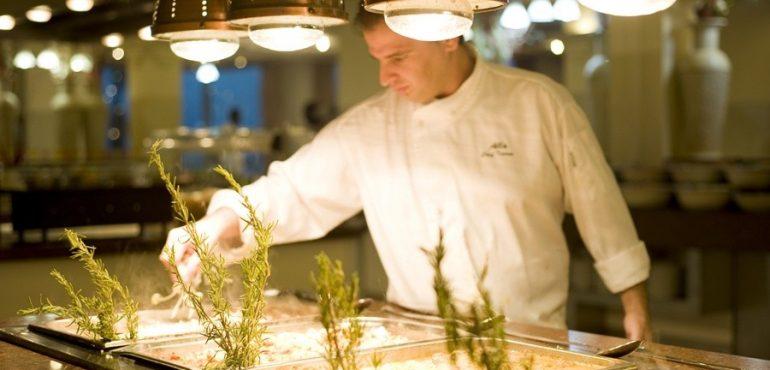 מלון לאונרדו קלאב הכל כלול ים המלח – מבחר ארוחות מפנקות ומשביעות