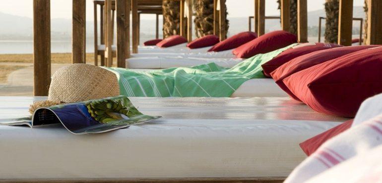 מלון לאונרדו קלאב הכל כלול ים המלח – מרבצי שיזוף וסתלבט סביב הבריכה