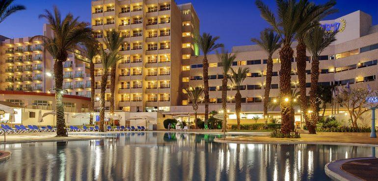 מלון קיסר פרמייר אילת – המלון בערב
