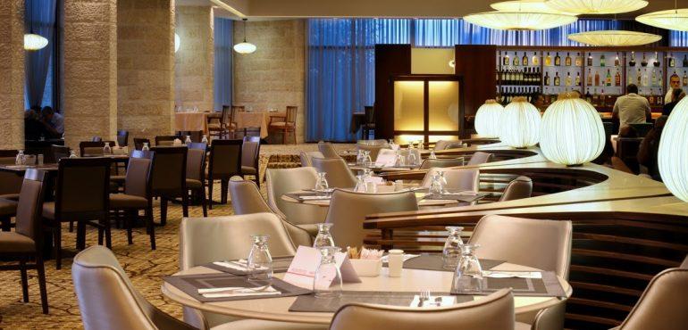 מלון רמדה ירושלים – לובי בר תמנע – חלבי