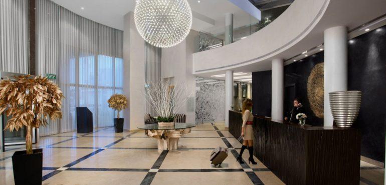 מלון רמדה נתניה – קבלת המלון
