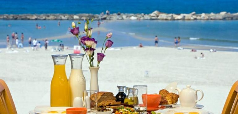 מלון רנסנס תל אביב – ארוחת בוקר ישראלית