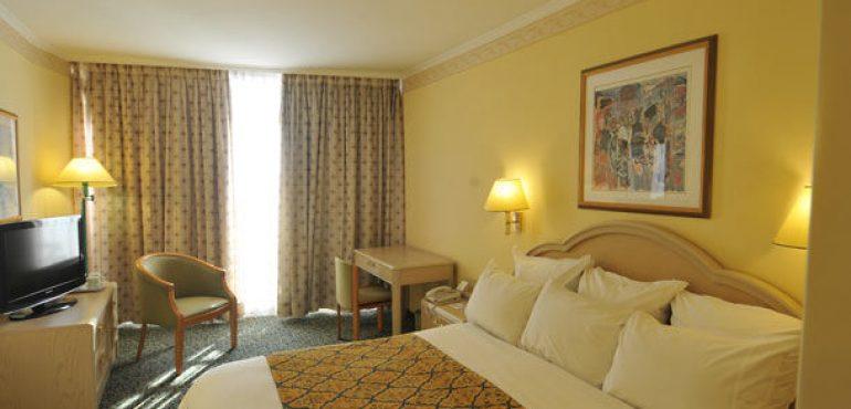 מלון רנסנס תל אביב – חדר