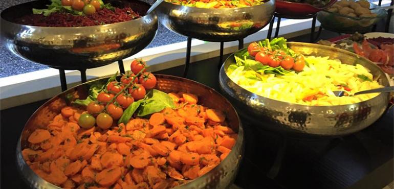 מלון תאודור חיפה – סלטים בארוחת ערב